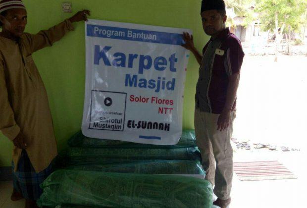 Bantuan Karpet untuk masjid Al Fajr Solor NTT