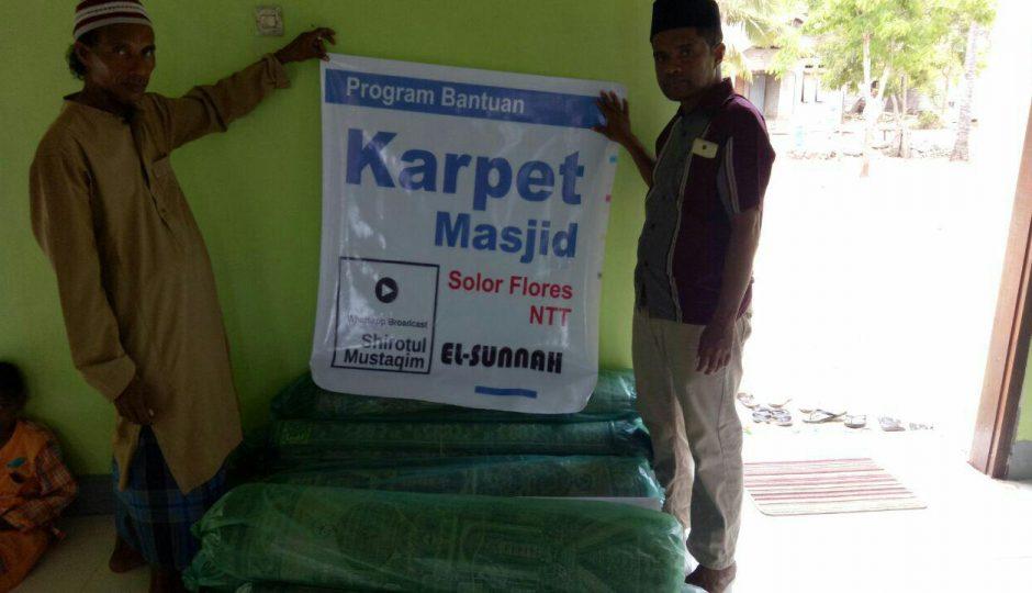 Bantuan Karpet untuk Masjid Al-Fajr Solor NTT