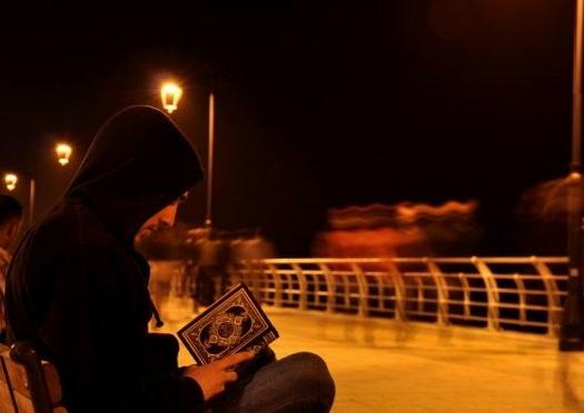Setiap malam rutinkan membaca al-qur'an