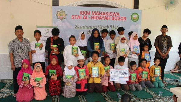Program Tebar Al-Qur'an bersama KKM Mahasiswa STAI Al-Hidayah