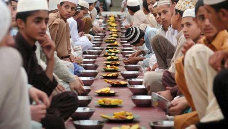 Lipatgandakan Pahala Puasamu dengan Memberi Makan Berbuka